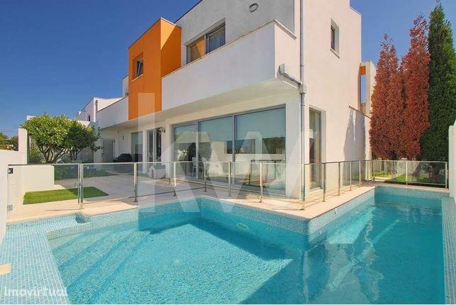 Moradia T3+1 com piscina a menos de 5 minutos de Aveiro