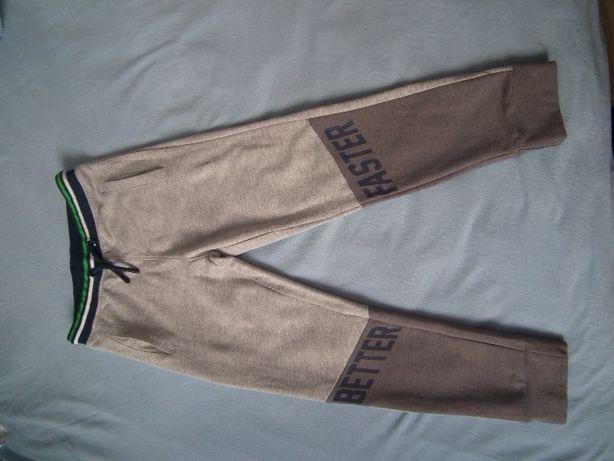 Spodnie dresowe rozm. 122 i 128. Nowe, ale bez metek.