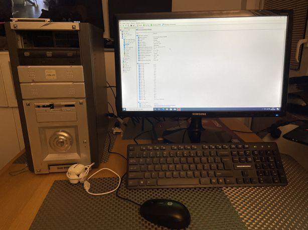 Komputer QC Q6600 GT240, 250 GB, 4GB DDR2 Monitor 22
