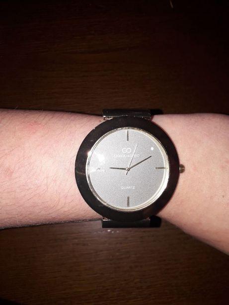 Zegarek w kolorze zlota