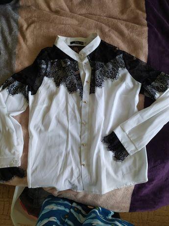 Блузка белая с черным кружевом