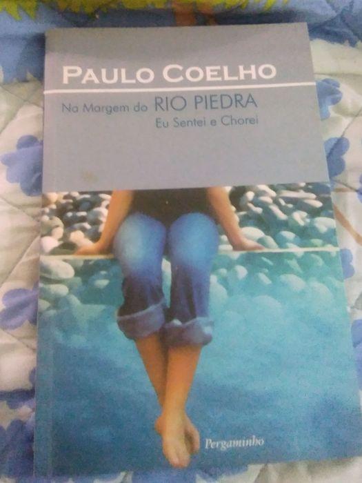 Livro de Paulo  Coelho ,Nas  Margens do  Rio  Piedra  Sentei e Chorei Rio de Mouro - imagem 1