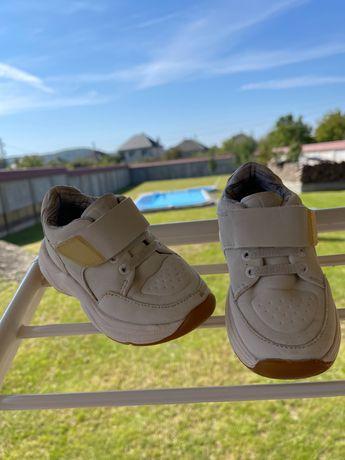 Кросівки Зара.Розмір 22.Ціна 200 гр