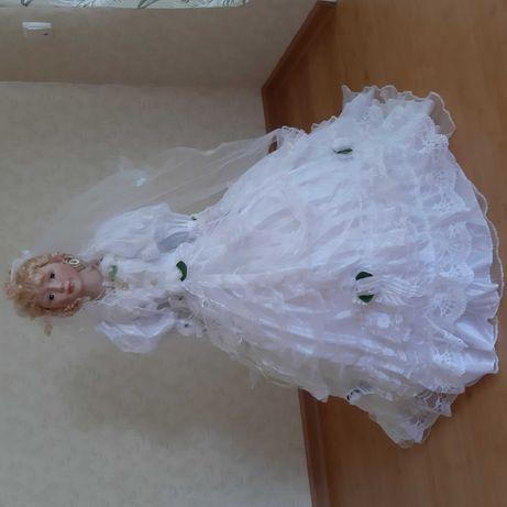 Фарфорова метрова лялька - наречена