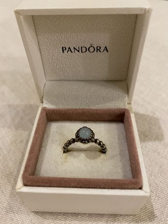 Anel com pedra azul Pandora