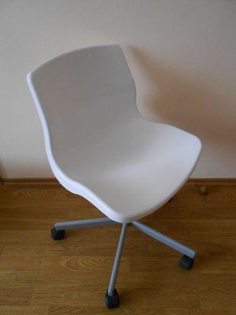 Krzesło Ikea Snille- obrotowe krzesło biurowe białe