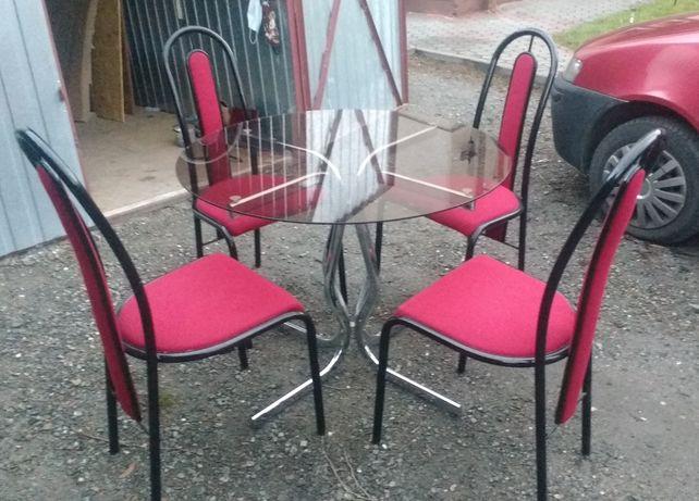 stół szklany i 4 krzesełka