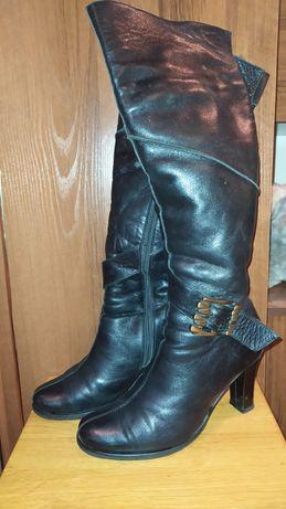 шикарные кожаные высокие сапоги ботфорты на каблуке