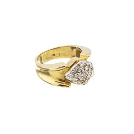 Anel em ouro, cravejado com diamantes