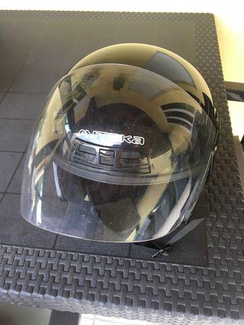 Vendo 2 capacetes de moto em bom estado