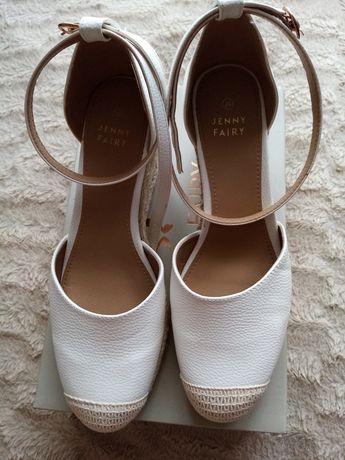 Sandały, buty na koturnie 39