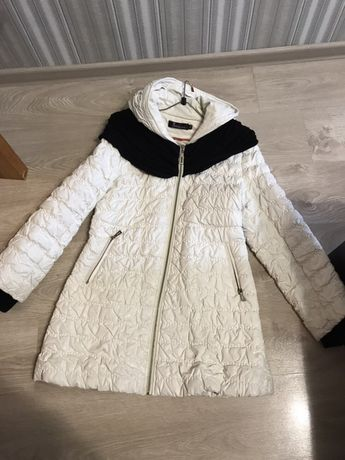 Демісезонна  біла куртка пальто