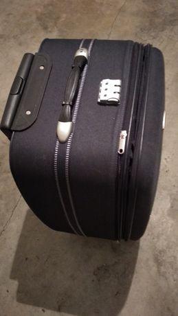 mala de viagem usada uma vez