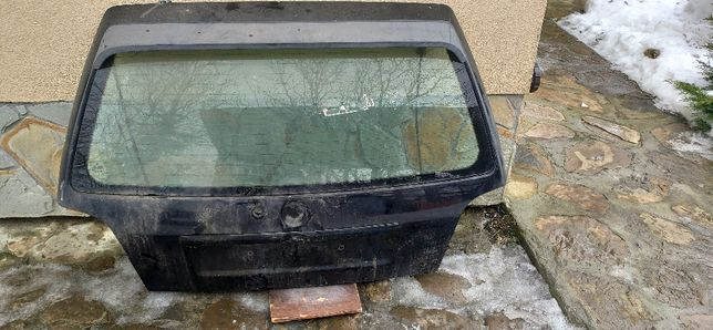 Klapa bagażnika VW Golf III z szybą i lotką