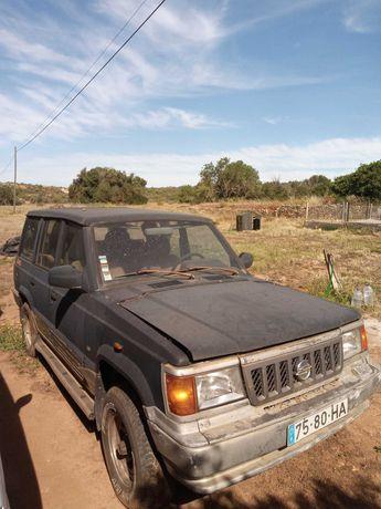 Jeep 4x4 SSangyong Family para restaurar