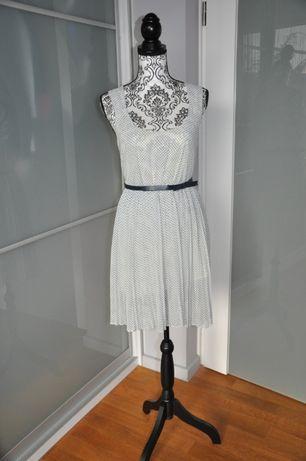 Sukienka zwiewna i delikatna