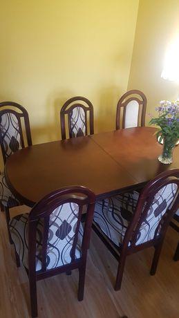 stół z 6 krzesłami do salonu