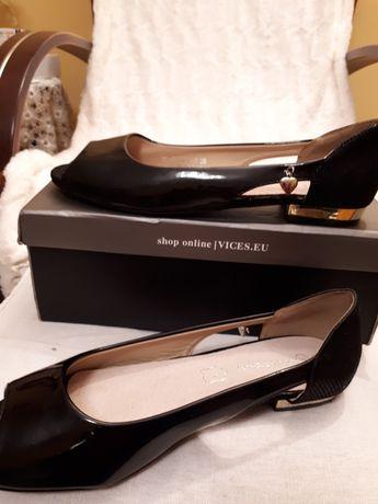 Sandałki lakierowane roz. 39