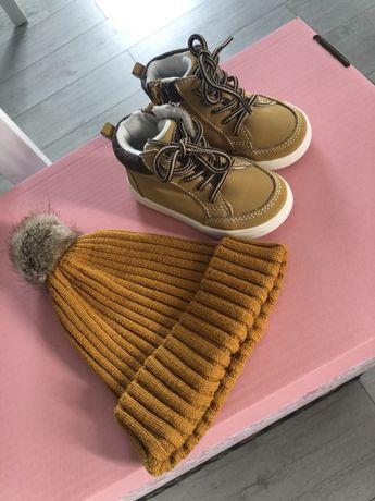 Zestaw czapeczka i buciki