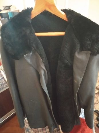 Продаю куртку зимнюю на мутоне (размер 48) новая +Подарок!