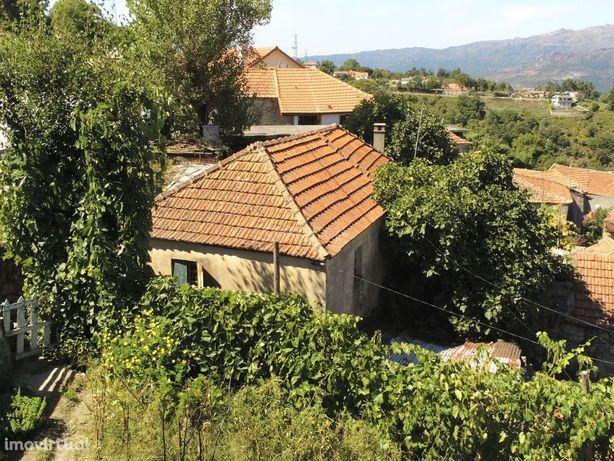 Casa com Terreno para restauro com vistas rio na zona do Geres