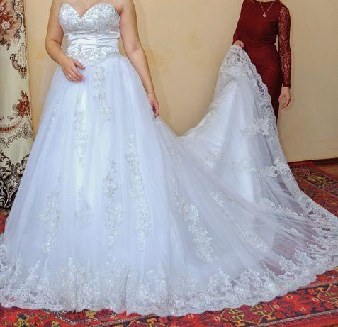 Свадебное платье, платье со шлейфом