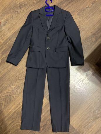 Шкільний костюм для першокласника
