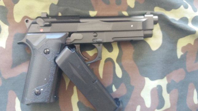 Pistola para Airsoft Bereta m9 (green gas) Nova.