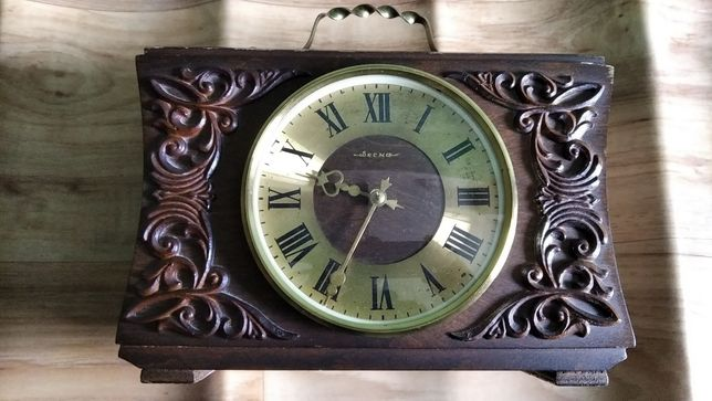 Часы времён СССР с гравировкой. Настенные и настольные.