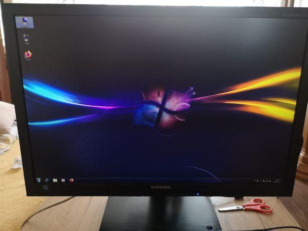 Monitor LCD Samsung 24 z wbudowanym komputerem