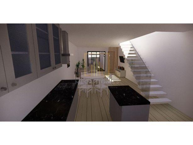 Casa térrea para reconstruir, com oferta do projeto, loca...
