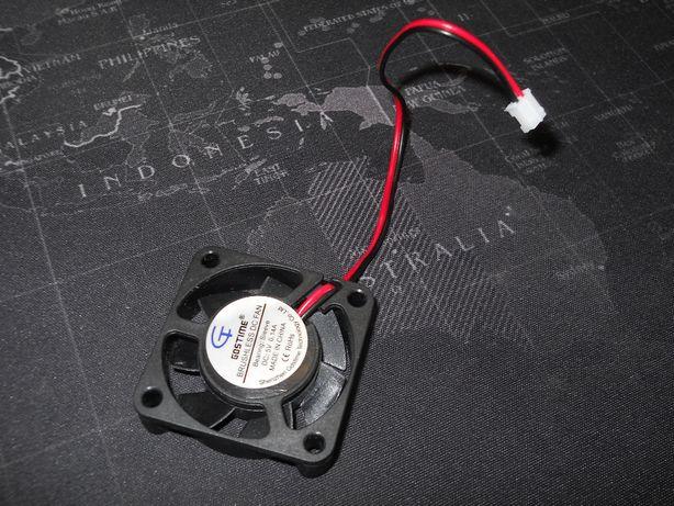 Продам Вентилятор (кулер) 40мм x 40мм x 10мм (аквариум)