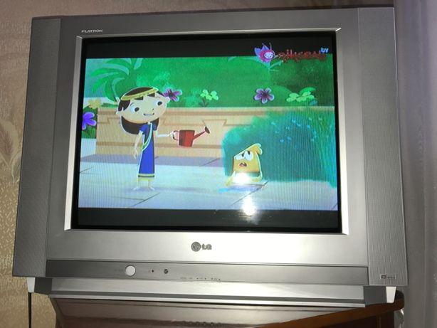 Телевизор LG FLATRON 63 см