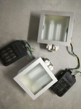 2 Focos de embutir com lâmpadas fluorescentes