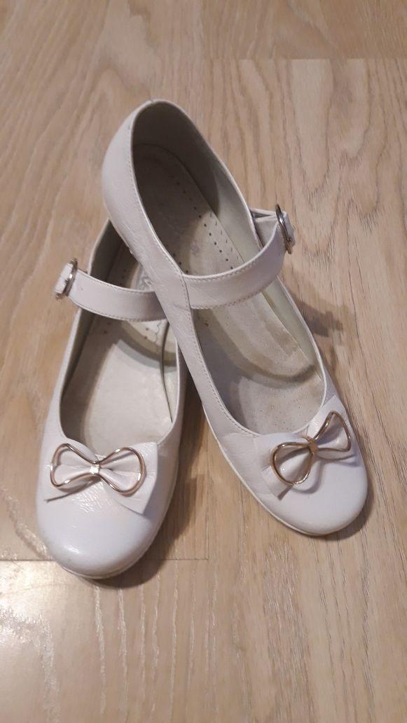 Sprzedam buty, półbuty białe komunijne