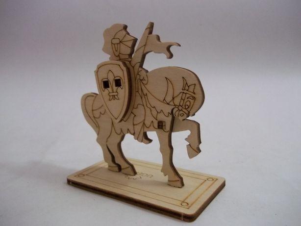 Сборная модель Фигурка Средневековый  Рыцарь на коне