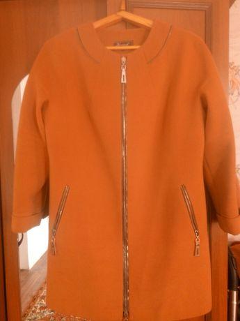 Продам пальто 52 размер