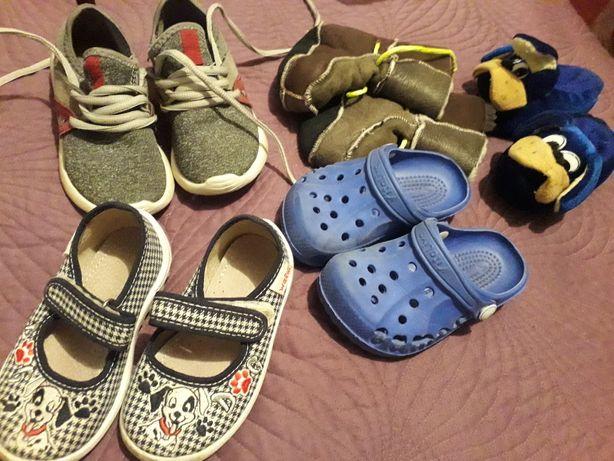Кроссовки, тапочки, кроксы
