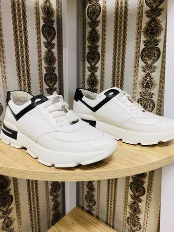 Жіночі кросівки 37 р Шкіра