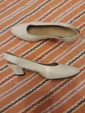 Sandálias cremes n 37