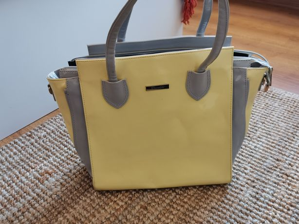 Torebka poliuretanowa z połyskiem typu Shopper bag.