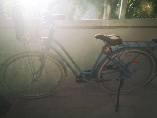Bicicleta pasteleira com pouco uso