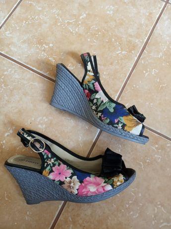 Buty na koturnie, r.38, kwiaty