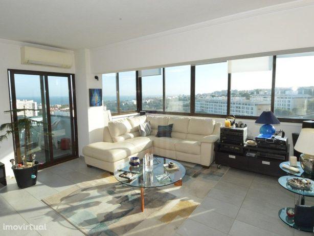 Apartamento T1+1 com vista desafogada e mar