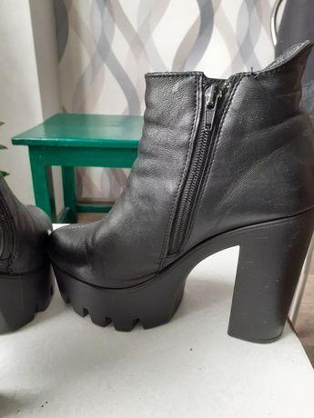 Кожаные ботинки ботфорты 38 размер