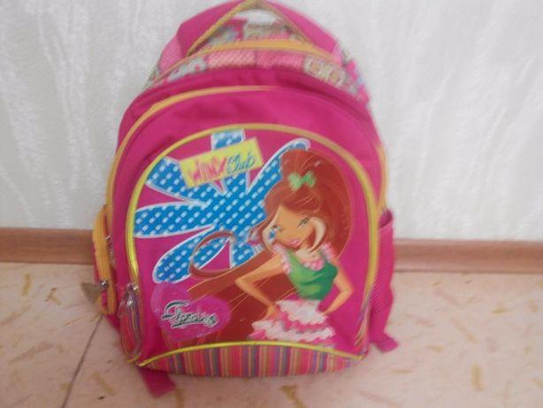 продам портфель для школы(для девочек) ортопед ярко розового цвета