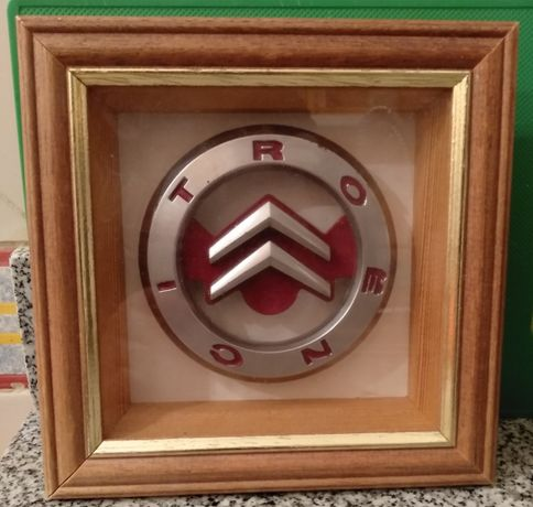 Quadro com símbolo da Citroen