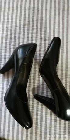 Кожаные класические туфельки 23.5 см 37 размер