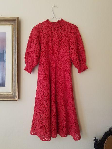 Czerwona koronkowa sukienka z bufkami ze stójką halka retro Reserved S