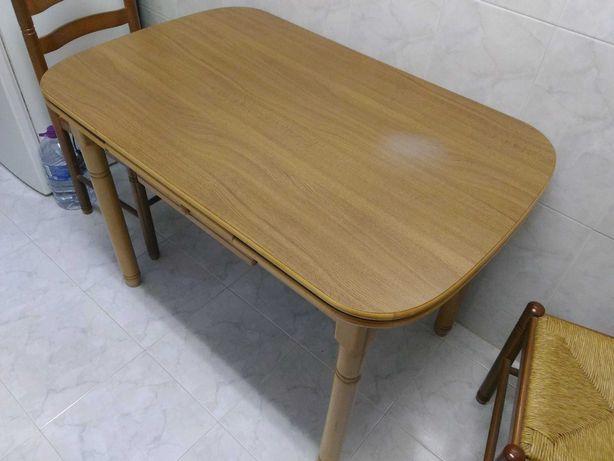 Mesa e cadeiras de cozinha